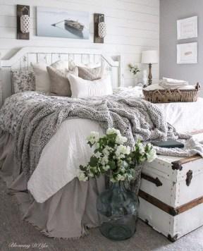 Smart Modern Farmhouse Style Bedroom Decor24