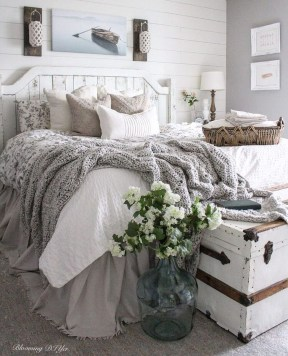 Smart Modern Farmhouse Style Bedroom Decor24