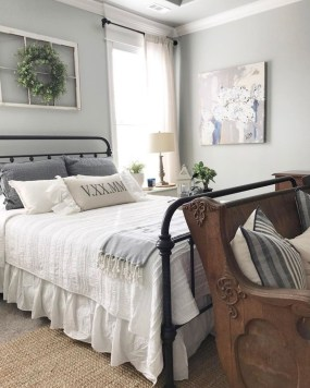 Smart Modern Farmhouse Style Bedroom Decor26