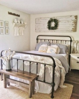 Smart Modern Farmhouse Style Bedroom Decor49