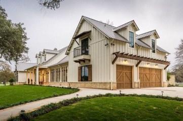 Top Modern Farmhouse Exterior Design18