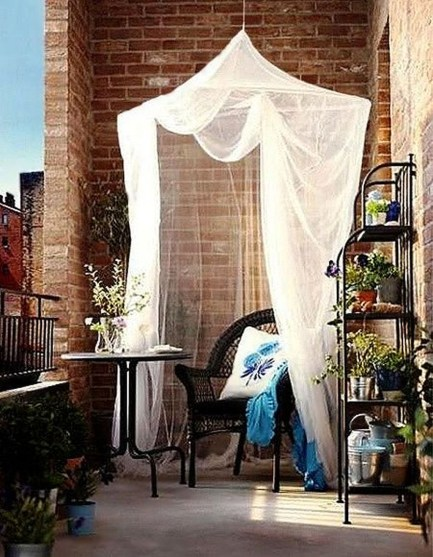Creative And Simple Balcony Decor Ideas01