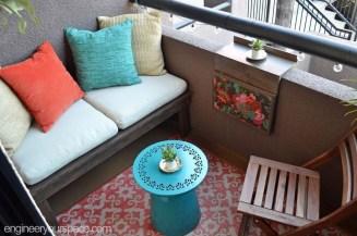 Creative And Simple Balcony Decor Ideas30