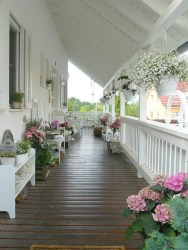 Creative And Simple Balcony Decor Ideas41