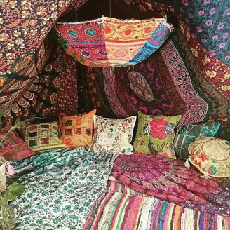 Awesome Bohemian Bedroom Tapestry Decorating Ideas17