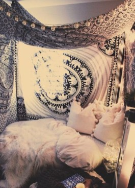 Awesome Bohemian Bedroom Tapestry Decorating Ideas35