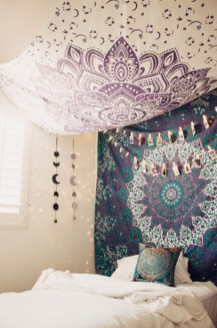 Awesome Bohemian Bedroom Tapestry Decorating Ideas36