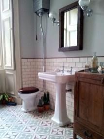 Gorgeous Cottage Bathroom Design Ideas14