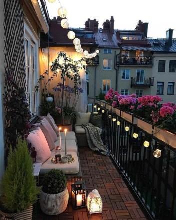 Gorgeous Flower On Balcony Ideas02