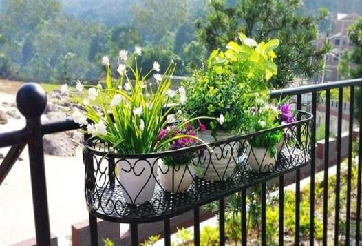 Gorgeous Flower On Balcony Ideas04