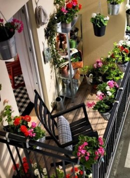 Gorgeous Flower On Balcony Ideas13
