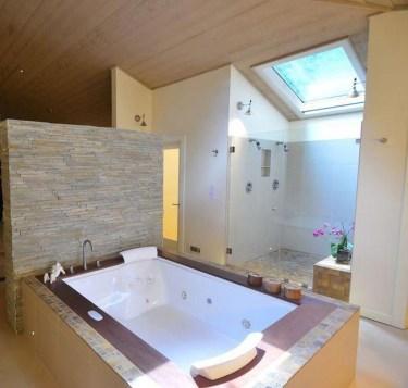 Modern Jacuzzi Bathroom Ideas31