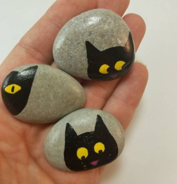 Simple Painted Rock Ideas For Garden15