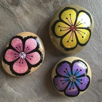 Simple Painted Rock Ideas For Garden25