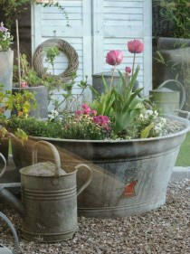 Amazing Ideas For Vintage Garden Decorations For Your Inspiration05