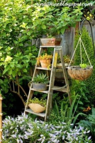Amazing Ideas For Vintage Garden Decorations For Your Inspiration06
