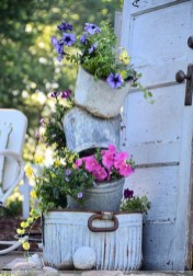 Amazing Ideas For Vintage Garden Decorations For Your Inspiration10