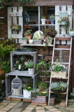 Amazing Ideas For Vintage Garden Decorations For Your Inspiration14