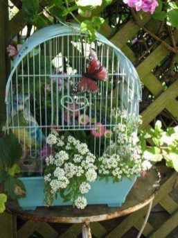 Amazing Ideas For Vintage Garden Decorations For Your Inspiration34