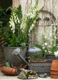 Amazing Ideas For Vintage Garden Decorations For Your Inspiration44
