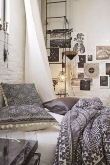Chic Boho Bedroom Ideas For Comfortable Sleep At Night16