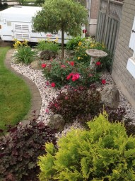 Incredible Flower Bed Design Ideas For Your Small Front Landscaping15