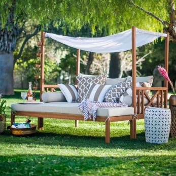 Comfortable Backyard Decoration Ideas For Your Summer14