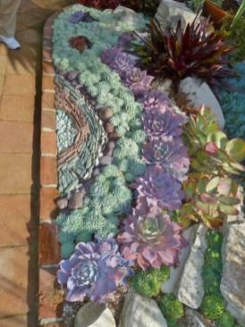 Gorgeous Succulent Garden Ideas For Your Backyard31