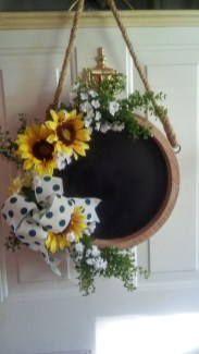 Gorgeous Summer Decor Ideas To Upgrade Your Home Comfortable30