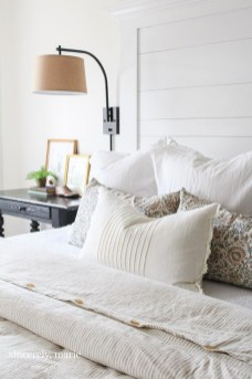 Simple Bedroom Decorating Ideas That Feel Spacious13