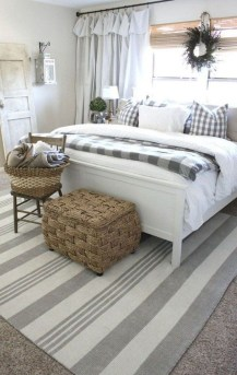 Simple Bedroom Decorating Ideas That Feel Spacious14
