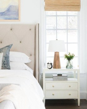 Simple Bedroom Decorating Ideas That Feel Spacious34