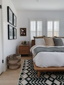 Simple Bedroom Decorating Ideas That Feel Spacious41