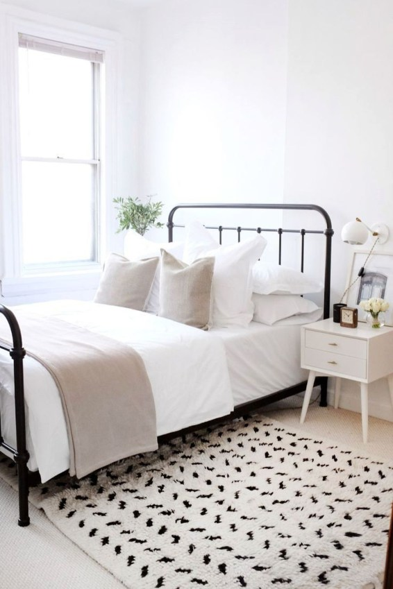 Simple Bedroom Decorating Ideas That Feel Spacious43