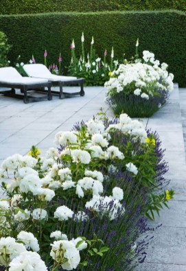 Beautiful Flower Beds Ideas For Home08