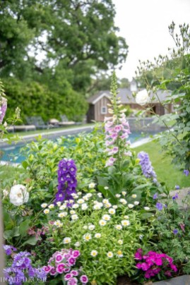 Beautiful Flower Beds Ideas For Home26