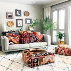 Charming Boho Living Room Decorating Ideas With Gypsy Style10
