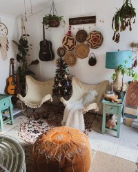Charming Boho Living Room Decorating Ideas With Gypsy Style11