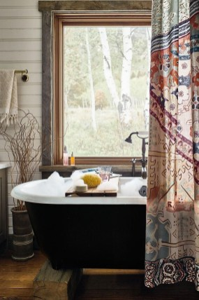 Fabulous Bathroom Design Ideas With Boho Curtains35