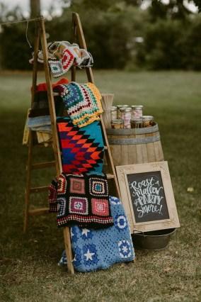 Inspiring Boho Outdoor Decorating Ideas For Backyard36
