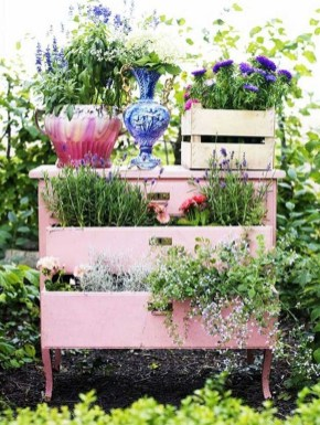 Unique Garden Decorating Ideas06
