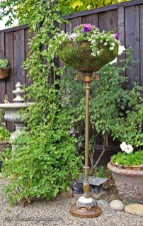 Unique Garden Decorating Ideas11