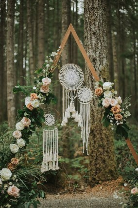 Unordinary Wedding Backdrop Decoration Ideas36
