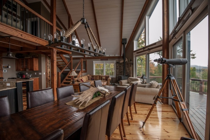 Metal Building Home with The Touch of Rustic Look