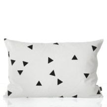 2. Coussin Black Mini Triangle.