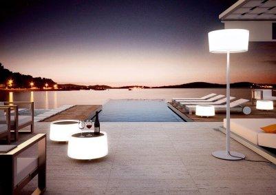 1. Table dot éclairée pour l'extérieur, luminaire.fr