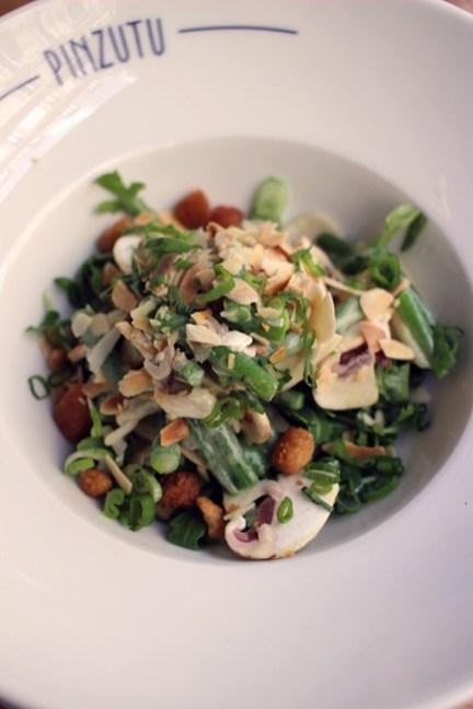 Salade d'artichauts et haricots verts, champignons frais, roquette