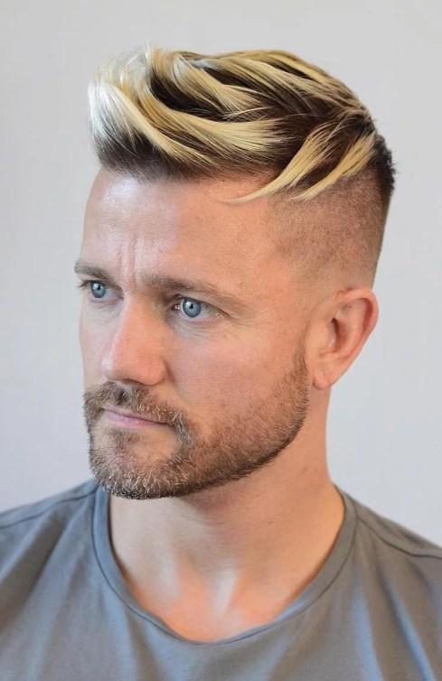 Cheveux blonds avec dégradée