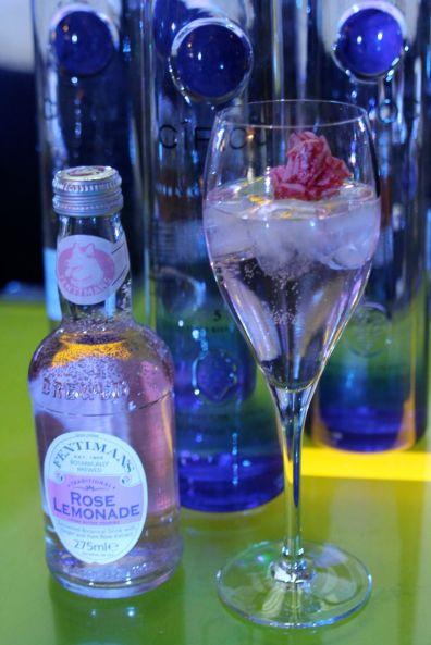 cocktail vodka + limonade à la rose