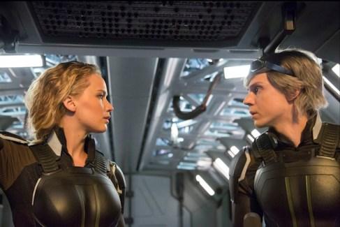 Jennifer Lawrence : Raven / Mystique et Evan Peters : Peter / Quicksilver.